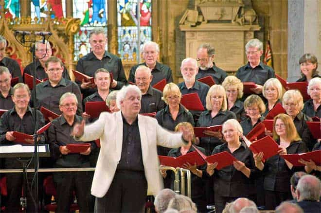 07-Conductor-and-choir